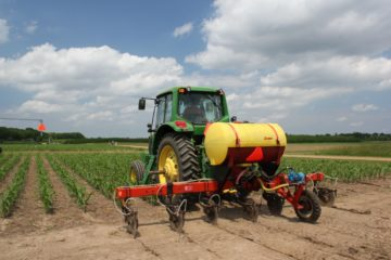 Policies to reduce the use of nitrogen-based fertilizers should focus on fertilizer companies, not farmers. Credit: National Science Foundation, January 2019