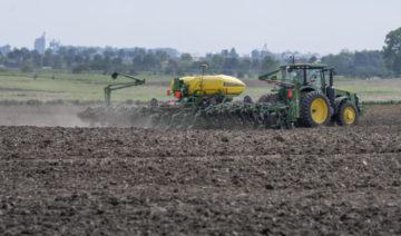 Planting near Mansfield, IL