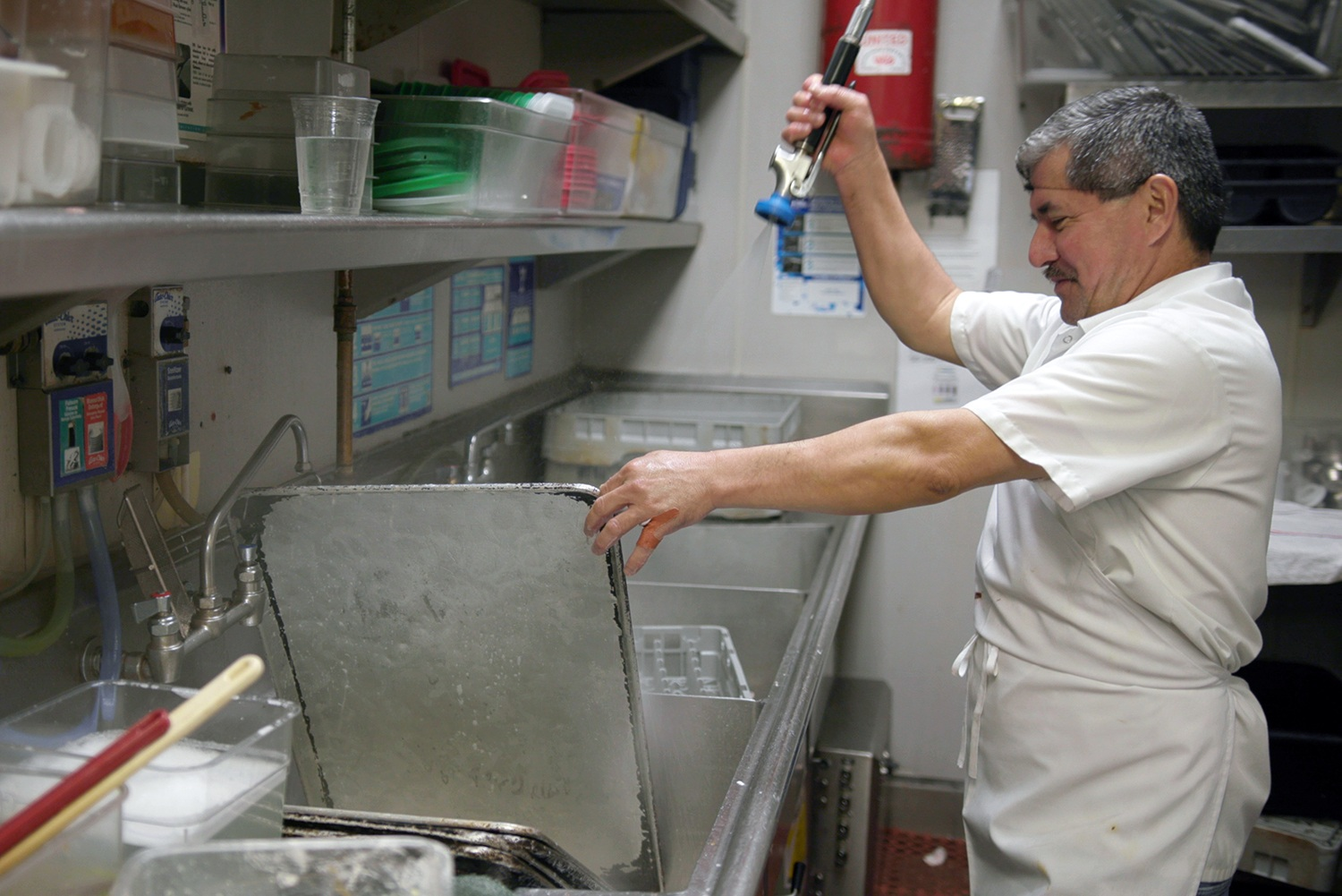 Chef cleans pan (March 2020)